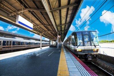 Poster 鉄 道 の 駅 の プ ラ ッ ト ホ ー ム