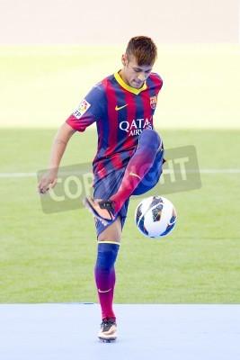 Poster Neymar Junior, un nuovo giocatore dell'FC Barcelona, posa per i fotografi durante la sua presentazione ufficiale al Camp Nou, il 3 giugno 2013 a Barcellona, Spagna