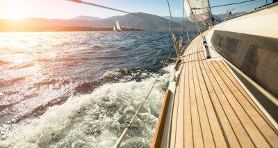 Poster Yacht a vela verso il tramonto. Vela. Le imbarcazioni di lusso.
