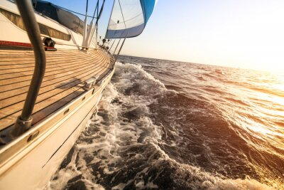 Poster Yacht a vela verso il tramonto. Yacht di lusso.