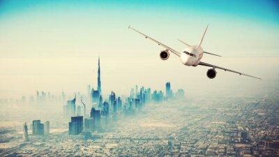 Quadro Aereo di linea volare sopra città moderna