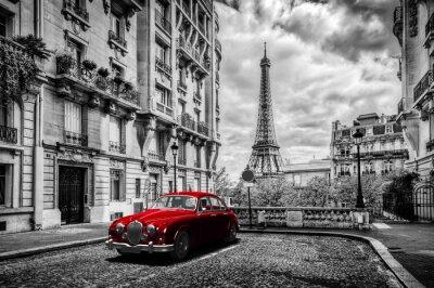 Quadro Artistico di Parigi, Francia. Torre Eiffel visto dalla strada con l'automobile rossa retro limousine.