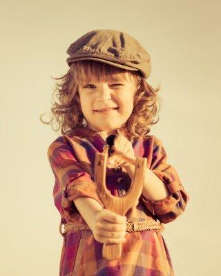 Quadro Bambino divertente tiro fionda di legno