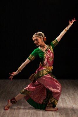 Quadro Bella ragazza ballerina di danza classica indiana Bharatanatyam