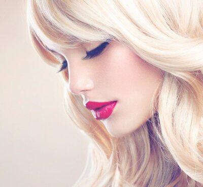 Quadro Bella ragazza bionda con lunghi sani Capelli mossi. Capelli bianchi