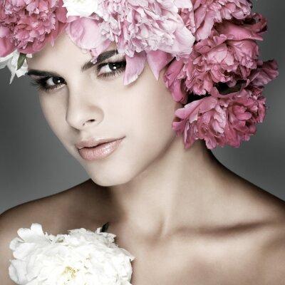 Quadro bella ragazza con fiori rosa