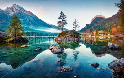 Quadro Bella scena autunnale del lago Hintersee. Vista colorata di mattina delle alpi bavaresi sul confine austriaco, Germania, Europa. Bellezza della natura concetto di fondo.