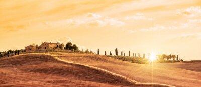 Quadro Bellissimo paesaggio panoramico tipico della Toscana al tramonto, Italia