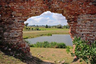 Quadro Besiekiery, Rovine gotyckiego zamku, Polska
