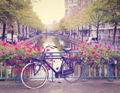 Quadro bicicletta su un ponte