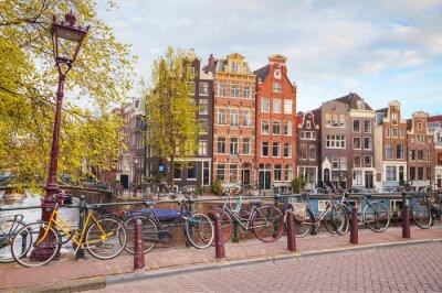 Quadro Biciclette parcheggiate su un ponte di Amsterdam