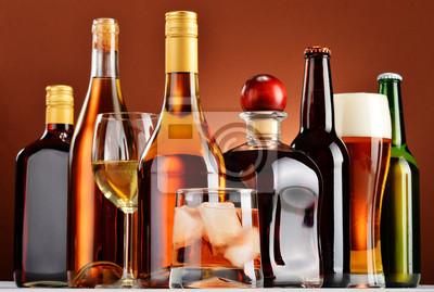 Quadro Bottiglie e bicchieri di bevande alcoliche assortite