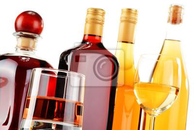 Quadro Bottiglie e bicchieri di bevande alcoliche assortiti su bianco