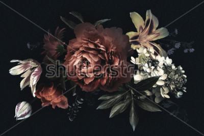 Quadro Carta d'epoca floreale con fiori. Peonie, tulipani, giglio, ortensie su sfondo nero. Modello per la progettazione di inviti di nozze, saluti delle vacanze, biglietti da visita, packaging decorazio