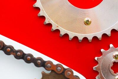 Quadro Catene a rulli con ruote dentate per motocicli su sfondo rosso