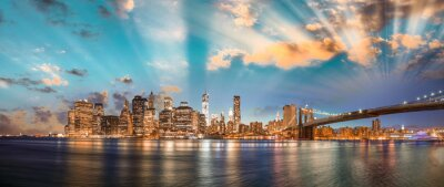 Quadro Cielo drammatico sul Ponte di Brooklyn e Manhattan, panoramica notturna