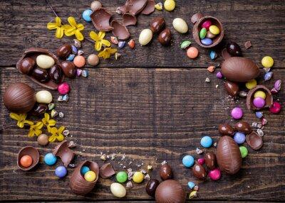 Quadro Cioccolato uova di Pasqua e dolci su fondo in legno