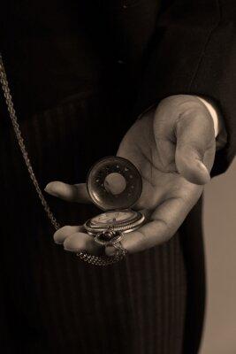 Quadro Close-up della mano di afro americano uomo in possesso di un timepiec d'epoca
