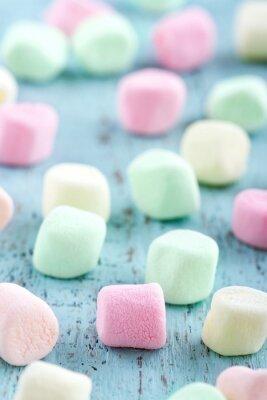 Quadro Colorful piccoli marshmallows su fondo in legno