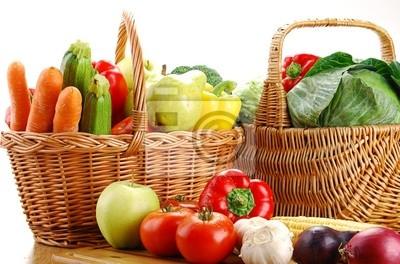Quadro Composizione con cesto e verdure sul tavolo della cucina