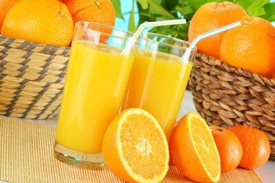 Quadro Composizione con due bicchieri di succo d'arancia e frutta