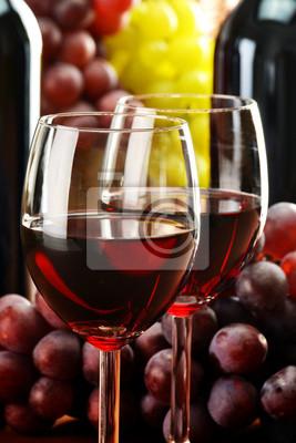 Quadro Composizione con due bicchieri e bottiglie di vino
