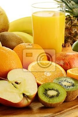 Quadro Composizione con un bicchiere di succo d'arancia e frutta