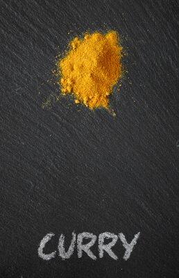 Quadro Curry su un tavolo di ardesia nera