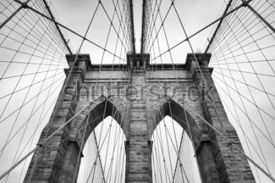 Quadro Dettaglio architettonico alto vicino a New York del ponte di Brooklyn in bianco e nero senza tempo