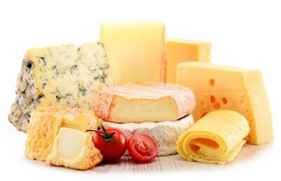 Quadro Diversi tipi di formaggio isolato su sfondo bianco