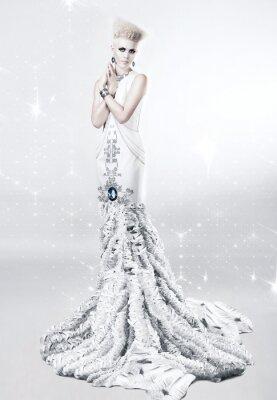 Quadro donna bionda in abito lungo bianco con diamante