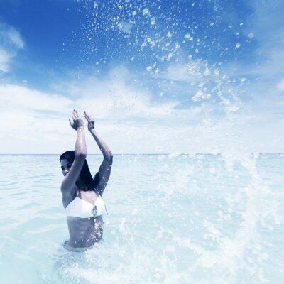 Quadro Donna che spruzza in mare