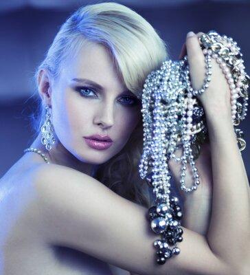 Quadro Donna favolosa con bouquet di jewelary