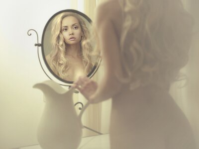 Quadro Donna seducente allo specchio