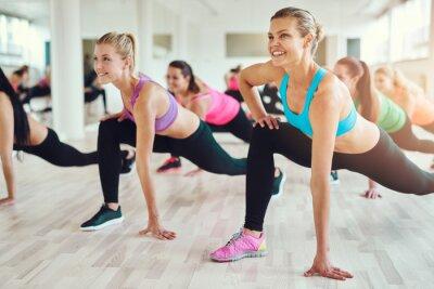 Quadro donne sani e in forma facendo fitness