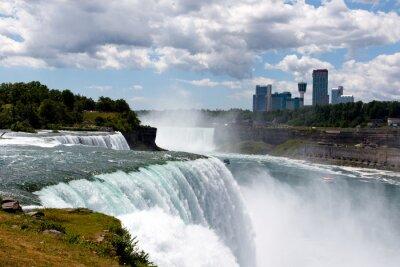 Quadro DSLR di colore Stock Image grandangolare di Niagara Falls, che mostra American Falls e lato canadese; orizzontale con copia spazio per il testo