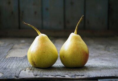 Quadro Due gemelli pera giallo sul pavimento di legno, natura morta
