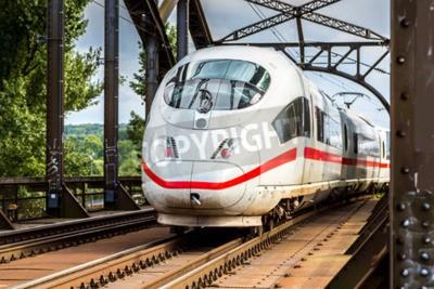 Quadro Elettrico InterCity Express a Francoforte, in Germania in un giorno d'estate
