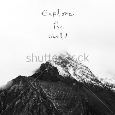 Quadro Esplora il mondo. Citazione ispiratrice sulla montagna della neve nella riserva nazionale yading, contea di Daocheng, provincia del Sichuan, Cina.