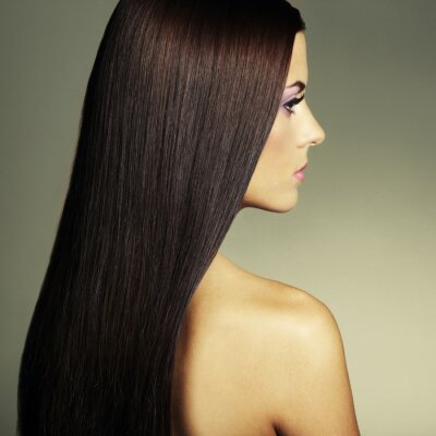 Quadro Foto di moda di una giovane donna con i capelli scuri