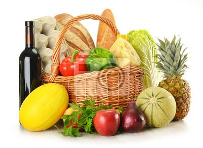 Quadro Generi alimentari in cesto di vimini isolato su bianco