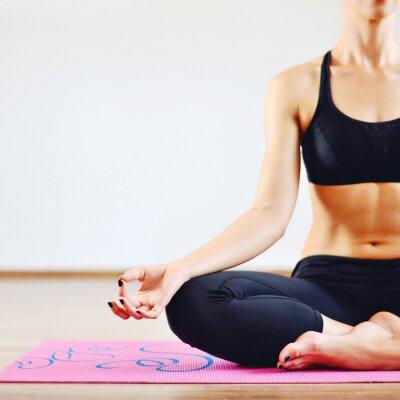 Quadro Giovane donna facendo yoga chiuso - parte del corpo