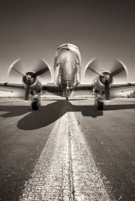 Quadro gli aerei storici stanno aspettando il decollo su una pista