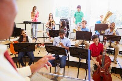 Quadro Gli alunni che suonano strumenti musicali A Scuola Orchestra