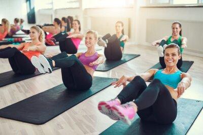 Quadro Gruppo di giovani donne a fare esercizio abs