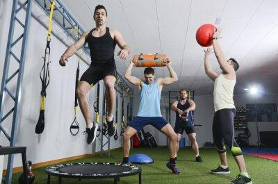 Quadro Gruppo di persone in azione facendo esercizi CrossFit
