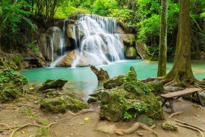Quadro Huai Mae Khamin cascata nella provincia di Kanchanaburi, in Thailandia.