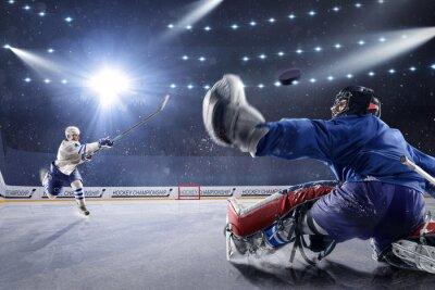 Quadro I giocatori di hockey spara il disco e gli attacchi