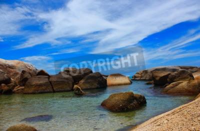 Quadro Il mare bellissimo beachand acqua limpida aria fresca Nuoto mare freddo.