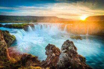 Quadro Islanda, Godafoss al tramonto, bella cascata, lunga esposizione